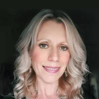 Headshot Photo Of Esta Robertson - Holistic Therapist